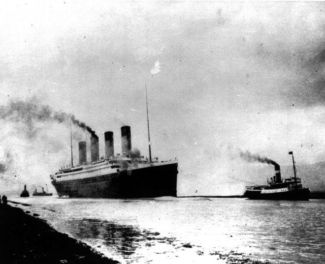 Το θρυλικό βρετανικό υπερωκεάνιο, το οποίο έμελλε να βυθιστεί στον Βόρειο Ατλαντικό Ωκεανό στις 15 Απριλίου 1912, ξεκινά το μοιραίο ταξίδι του από το Σαουθάμπτον προς τη Νέα Υόρκη