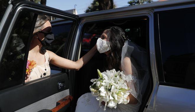 Νύφη με μάσκα (Φωτογραφία αρχείου)