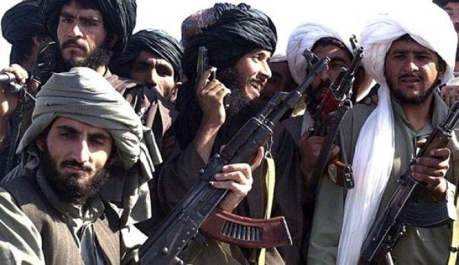 Οι Ταλιμπάν διαψεύδουν ότι ανταλλάσσουν πληροφορίες με τη Ρωσία