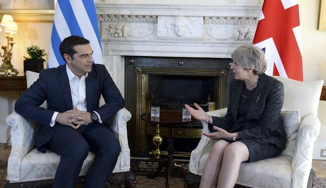 Η επόμενη μέρα της συμφωνίας για το χρέος και το Σκοπιανό στη συνάντηση Τσίπρα - Μέι