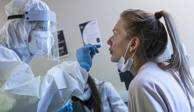 Δοκιμές για το εμβόλιο του COVID-19