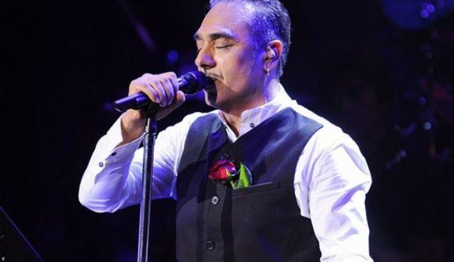 "Sold out ο Σφακιανάκης στα Τίρανα: ""Στην άκρη"" η ακροδεξιά ιδεολογία, με το αζημίωτο"
