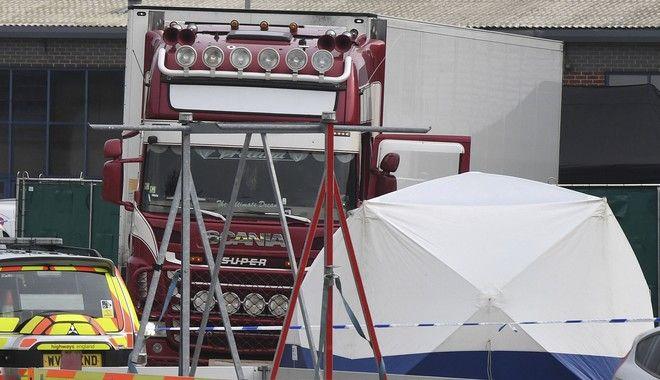 Βρέθηκαν 39 πτώματα μέσα σε φορτηγό στο Έσσεξ