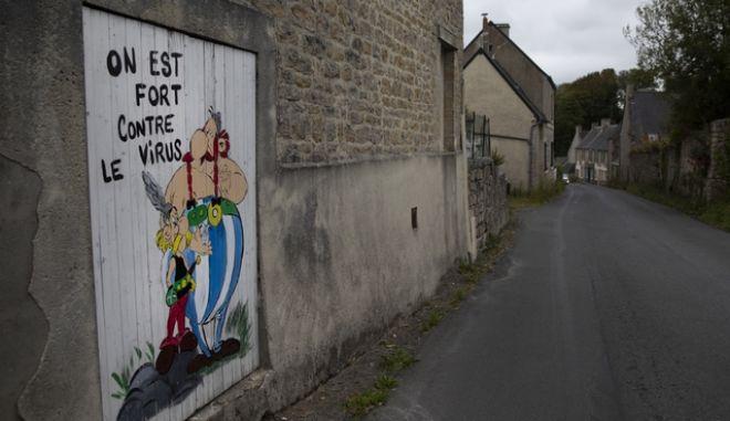 """Ο Αστερίξ και ο Οβελίξ σε δρόμο της Γαλλίας δίνουν το σύνθημα: """"Είμαστε δυνατοί απέναντι στον ιό"""""""