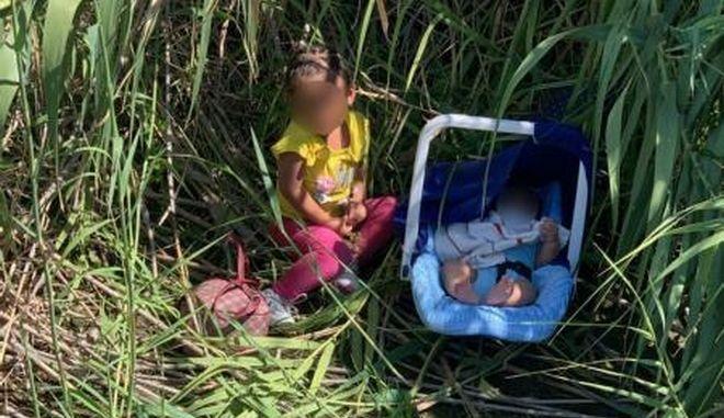 Εικόνα που σοκάρει: Μωρά εγκαταλελειμμένα στα σύνορα ΗΠΑ - Μεξικού