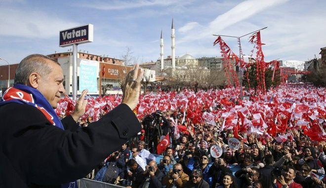 Μετά το δημοψήφισμα η τελική πρόταση της Τουρκίας για τη βίζα