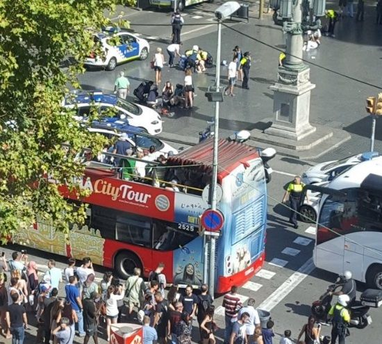 Μακελειό στη Βαρκελώνη: Βαν παρέσυρε πεζούς. Νεκροί και τραυματίες