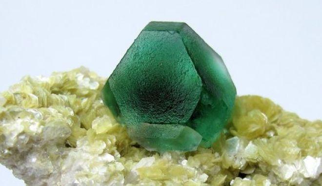 Σιδηροπυρίτης (FeS2)