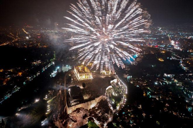 Η Αθήνα υποδέχτηκε το 2019: Η ασύλληπτη ομορφιά της Ακρόπολης από ψηλά