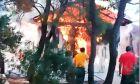 Βίντεο ντοκουμέντο: Πυριτιδαποθήκη το hot spot για τον δρυμό στο Σούνιο