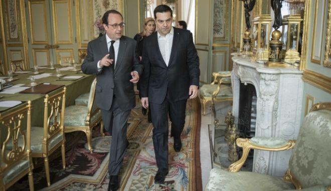 ΠΑΡΙΣΙ- Ο πρωθυπουργός Αλέξης Τσίπρας  συντήθηκε με τον Γάλλο Πρόεδρο Φρανσουά Ολάντ.(EUROKINISSI-ΓΡΑΦΕΙΟ ΤΥΠΟΥ ΠΡΩΘΥΠΟΥΡΓΟΥ)