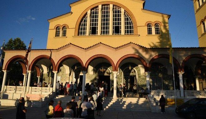 Πανελλήνιες 2020: Ουρές σε εκκλησία της Λάρισας από υποψήφιους