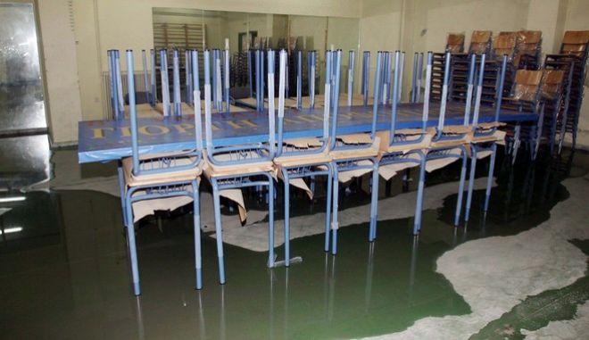 Πλημμύρες σε σχολείο μετά από νεροποντή (ΑΡΧΕΙΟΥ)