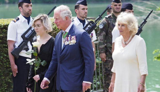 O πρίγκιπας Κάρολος και η σύζυγος του Καμίλα σε παλαιότερη επίσκεψη τους στη Γαλλία