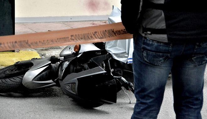 Απόπειρα ληστείας το πρωί της Τετάρτης 23 Μαρτίου 2016, σε χρηματαποστολή στον υπαίθριο χώρο στάθμευσης του Ασκληπιείου Βούλας. Δύο άγνωστοι, οπλισμένοι με ένα αυτόματο και ένα πιστόλι, αποπειράθηκαν να ληστέψουν χρηματαποστολή. Οι δράστες επιτέθηκαν και με σκεπάρνι στους υπαλλήλους, αλλά τελικά εγκατέλειψαν τη μηχανή τους και διέφυγαν από την πίσω πλευρά του νοσοκομείου. (EUROKINISSI)