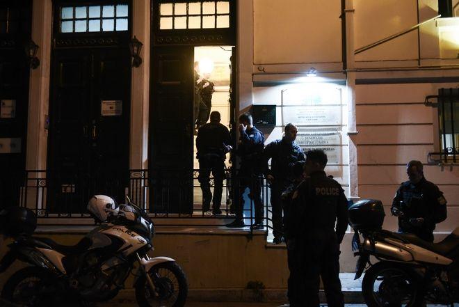 Εικόνα από το γραφείο στο Κολωνάκι όπου δολοφονήθηκε ο δικηγόρος Μιχάλης Ζαφειρόπουλος