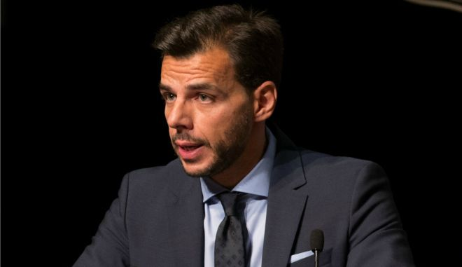 Αποστολόπουλος: Παραχωρεί στην Tesla δωρεάν εργοστάσιο στην Κόρινθο
