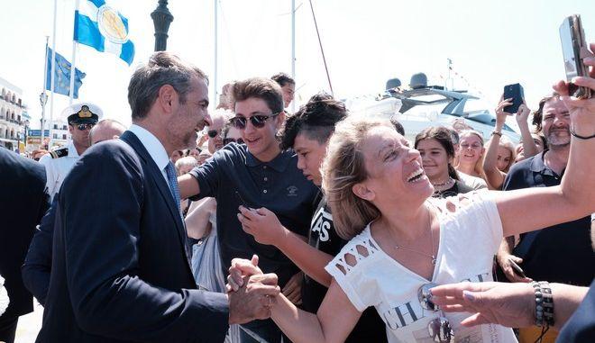 """Παρουσία του Πρωθυπουργού Κυριάκου Μητσοτάκη στην Τήνο, για τον εορτασμό της Κοιμήσεως της Θεοτόκου και τις εκδηλώσεις για την επέτειο του τορπιλισμού, του καταδρομικού """"Έλλη"""""""
