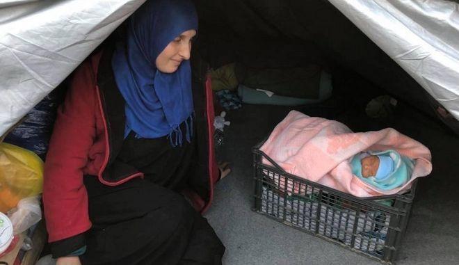 Η φάτνη της Μόριας: Το προσφυγόπουλο στο καφάσι...