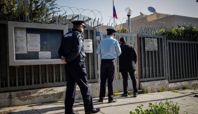 Μικρής ισχύος έκρηξη από χειροβομβίδα, που άγνωστοι πέταξαν τα ξημερώματα κάτω από το φυλάκιο του σκοπού στο Ρωσικό Προξενείο στο Χαλάνδρι