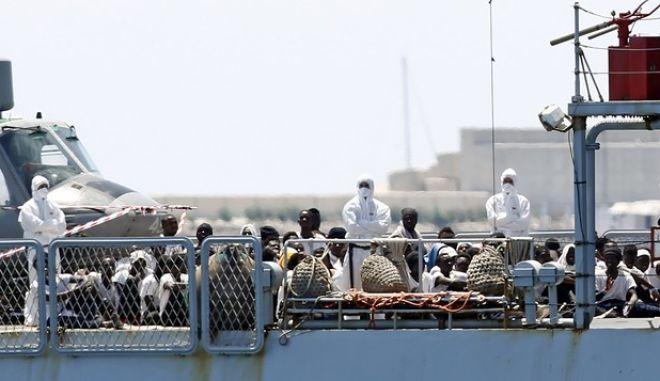 Μετανάστες που επιβαίνουν στο πλοίο Aquarius