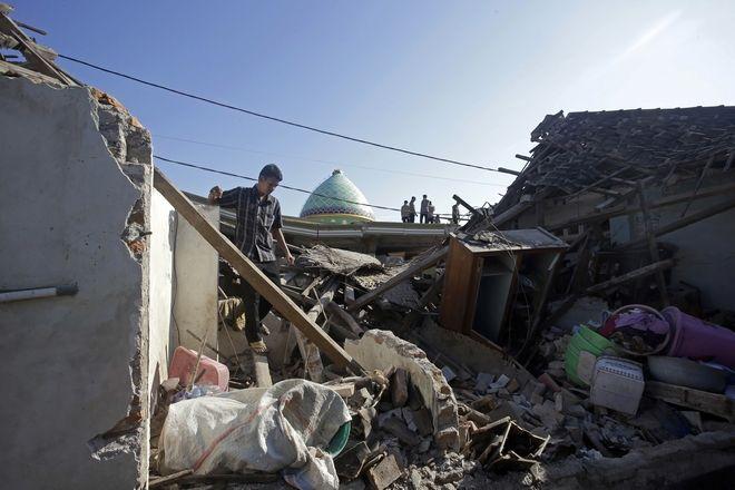 Οι καταστροφικές συνέπειες των 6,9 Ρίχτερ στο νησί Λομπόκ της Ινδονησίας