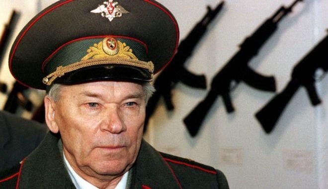 Απεβίωσε σε ηλικία 94 ετών ο Μιχαΐλ Καλάσνικοφ