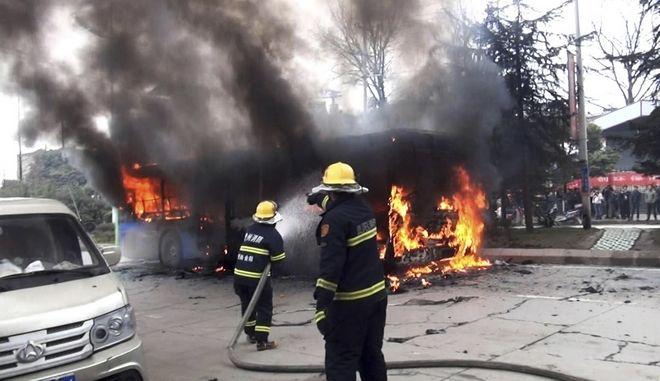 Φωτιά σε λεωφορείο στην Κίνα, Φωτογραφία Αρχείου