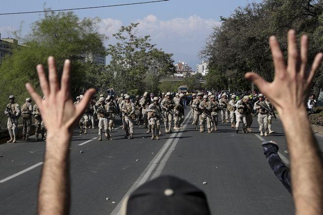 Διαδηλωτής και αστυνομία, Σαντιάγο, Χιλής