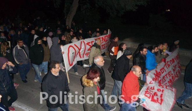 Χίος: Αντιφασίστες μπλόκαραν διαδήλωση της Χρυσής Αυγής για τους πρόσφυγες