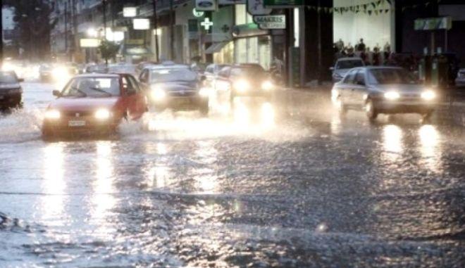 Βούλιαξε η δυτική Θεσσαλονίκη: Πλημμύρες και εγκλωβισμοί