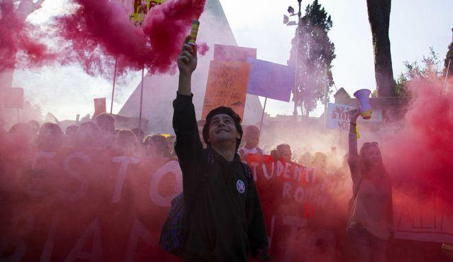 Διαμαρτυρία στη Ρώμη, Αρχείο