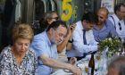Ο πρόεδρος της Λαϊκής Ενότητας Παναγιώτης Λαφαζάνης με φίλους και συνεργάτες του σε ουζερί στη Νίκαια το Σάββατο 19 Σεπτεμβρίου 2015. (EUROKINISSI/ΣΤΕΛΙΟΣ ΜΙΣΙΝΑΣ)