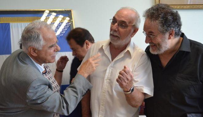 Λαλούν τ'αηδόνια: Μπαλάφας και Θεοπεφτάτου τραγουδούν καντάδες