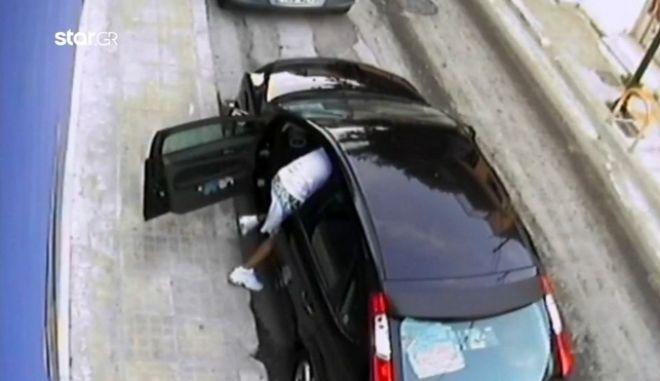 Στιγμές τρόμου για 24χρονη στο Παλαιό Φάληρο: Νεαρός της έκλεψε το αμάξι με την απειλή μαχαιριού
