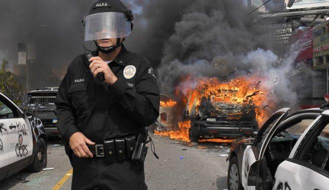 Διαδηλώσεις στο Λος Άντζελες για τη δολοφονία του Τζόρτζ Φλόιντ στη Μινεάπολη