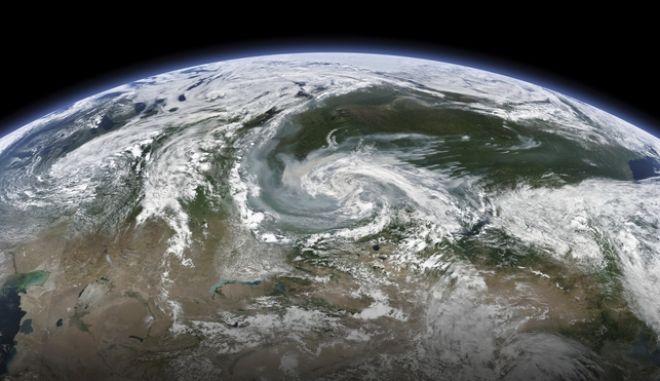 Φωτογραφία της NASA καταγράφει τους καπνούς των φωτιών της Σιβηρίας
