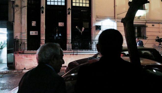 Έξω από το γραφείο του δολοφονημένου δικηγόρου Μιχάλη Ζαφειρόπουλο, στα Εξάρχεια, έκανε ο Δικηγορικός Σύλλογος Αθηνών σιωπηλή διαμαρτυρία ως ένδρειξη πένθους. Παρασκευή 13 Οκτωβρίου 2017. (EUROKINISSI/ΓΙΑΝΝΗΣ ΠΑΝΑΓΟΠΟΥΛΟΣ)