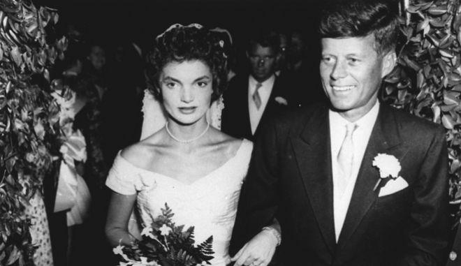 Ο γάμος του Τζον Κένεντι με την Τζάκι Μπουβιέ το 1953.