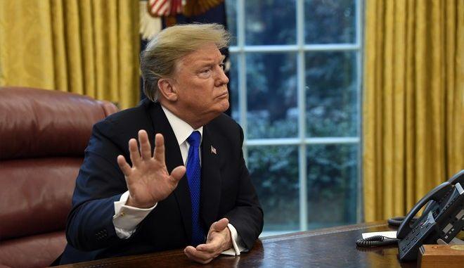 Ο Αμερικανός πρόεδρος Ντόναλντ Τραμπ στο Οβάλ γραφείο στον Λευκό Οίκο