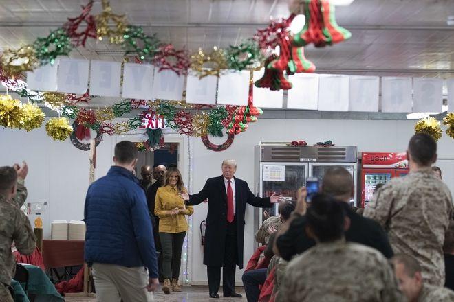 Ο Πρόεδρος των ΗΠΑ, Ν.Τραμπ και η πρώτη Κυρία Μελάνια, επισκέπτονται αμερικανούς στρατιώτες στο Ιράκ