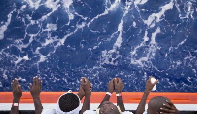 Μετανάστες στο κατάστρωμα του Aquarius (Φωτό αρχείου)