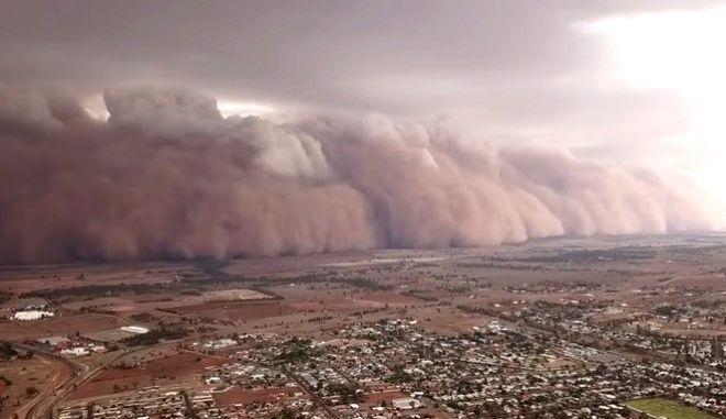 Αυστραλία: Τεράστια σύννεφα σκόνης έπληξαν την κεντρική Νέα Νότια Ουαλία