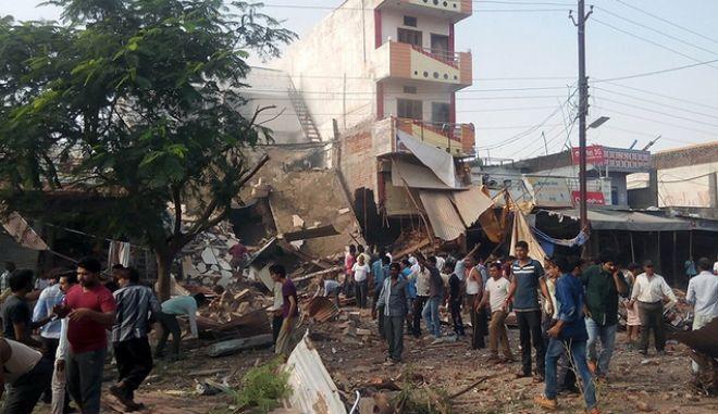 Ινδία: Ξεπέρασαν τους 80 οι νεκροί από την έκρηξη φιάλης υγραερίου σε εστιατόριο