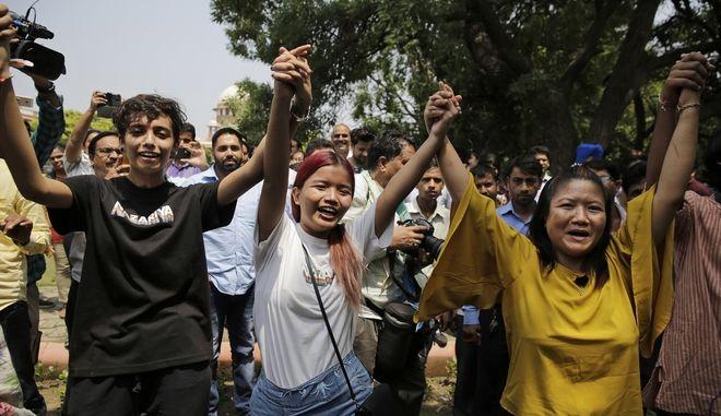 Αποποινικοποιήθηκε η ομοφυλοφιλία στην Ινδία