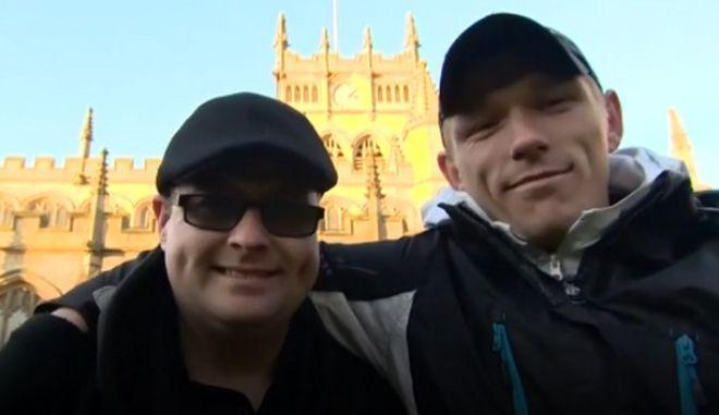 Έδωσε τσιγάρο σε άστεγο και διαπίστωσε ότι είναι ο επί 28 χρόνια χαμένος αδερφός του