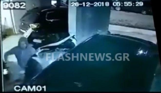 Χανιά: Κουκουλοφόρος χτυπά γυναίκα, εκείνη αντιστέκεται