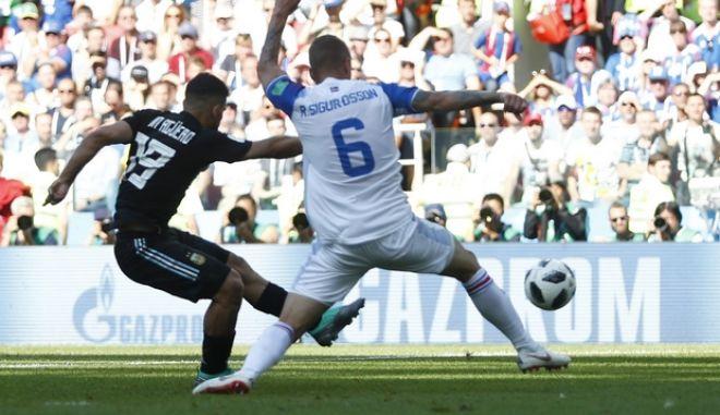 Στιγμιότυπο από τον αγώνα μεταξύ Αργεντινής - Ισλανδίας