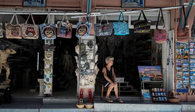 Περιμένοντας τους τουρίστες στην Πλάκα