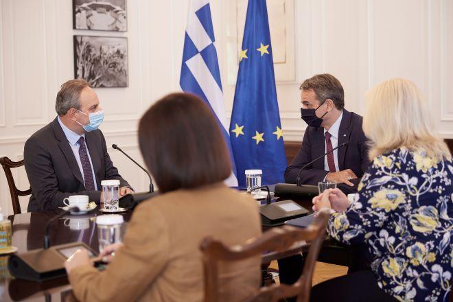 Συνάντηση του Κυριάκου Μητσοτάκη με τον Γενικό Γραμματέα του ΑΚΕΛ